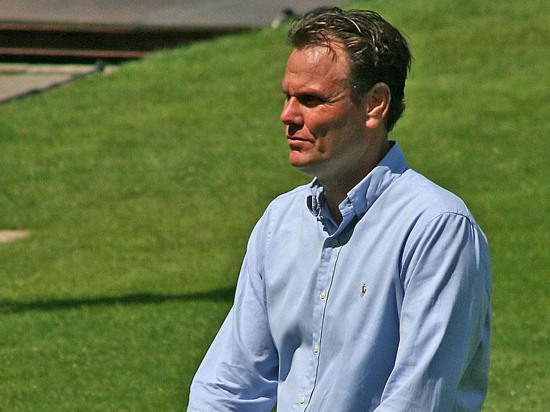 Robert Eenhoorn boeken als bevlogen spreker voor een lezing.